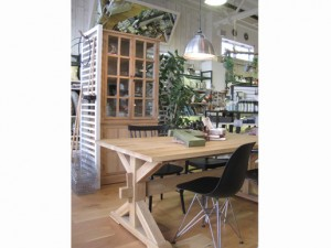 Aurinko  Dining Table