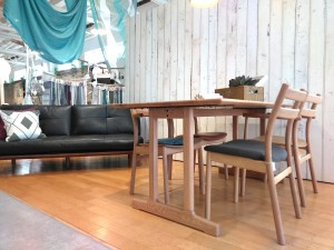 SOUP DINING TABLE & CHAIR